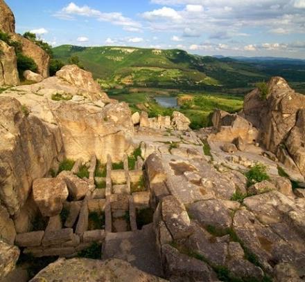 """Поход – игра : """"На хълма на боговете"""", Археологически комплекс Перперикон"""